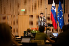 Integralnaekonomija in zelena delovna mesta : Dr. Darja Piciga, MKO